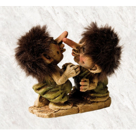 840056 Kissing trolls