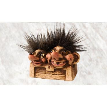 840080 Trolls inside a chest