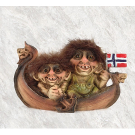 840068 Trolls på en viking båt